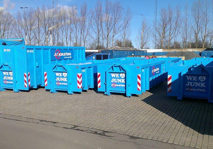 I dag herinde vil jeg give nogle gode råd. Det skal handle om, hvordan du kan få en affaldscontainer ud til dit hus, hvis du for eksempel er igang med renovering